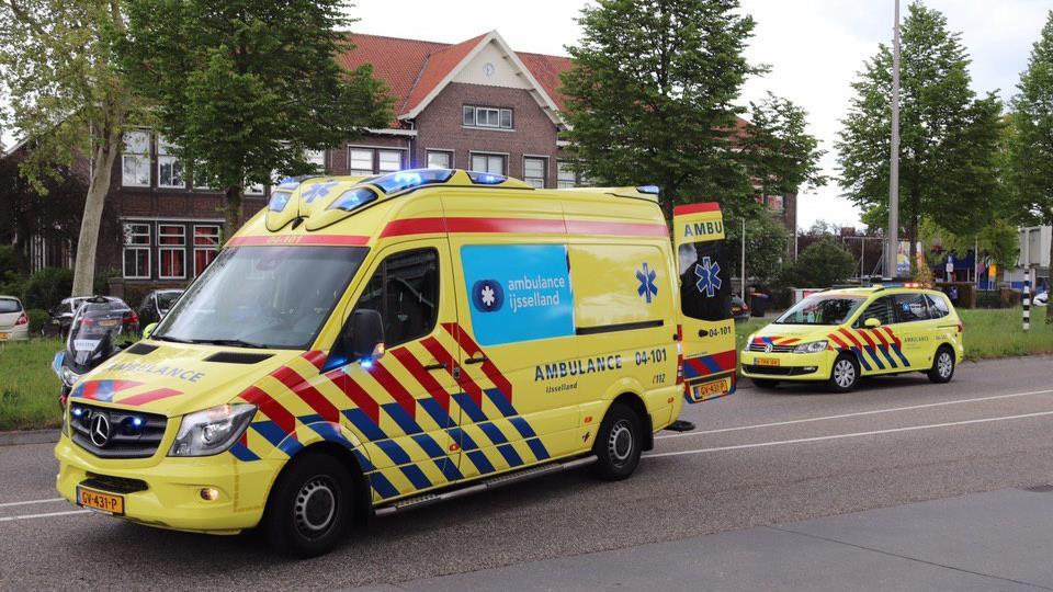 Fietser ernstig gewond door aanrijding met auto in Zwolle.