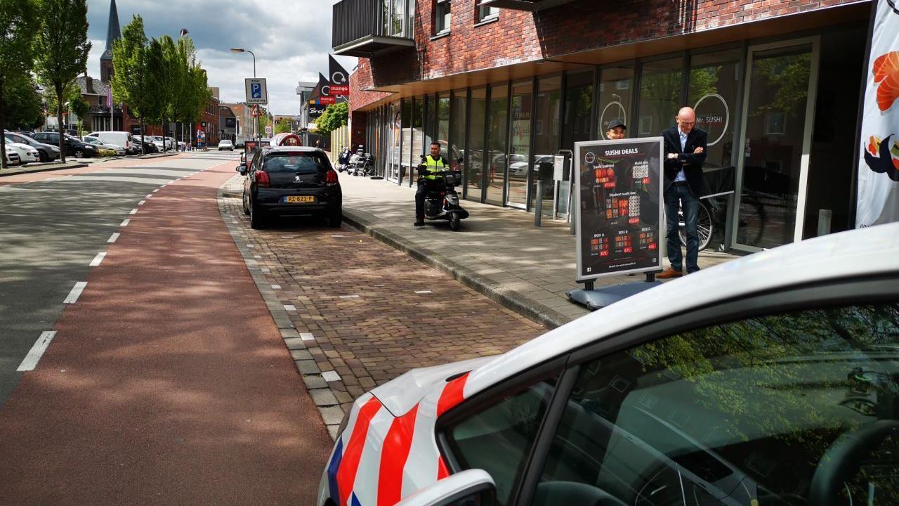 Vrouw op scootmobiel verliest vinger bij ongeluk in Hengelo.