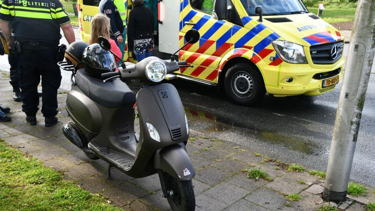 Twee gewonden bij eenzijdig ongeval met scooter in Enschede.