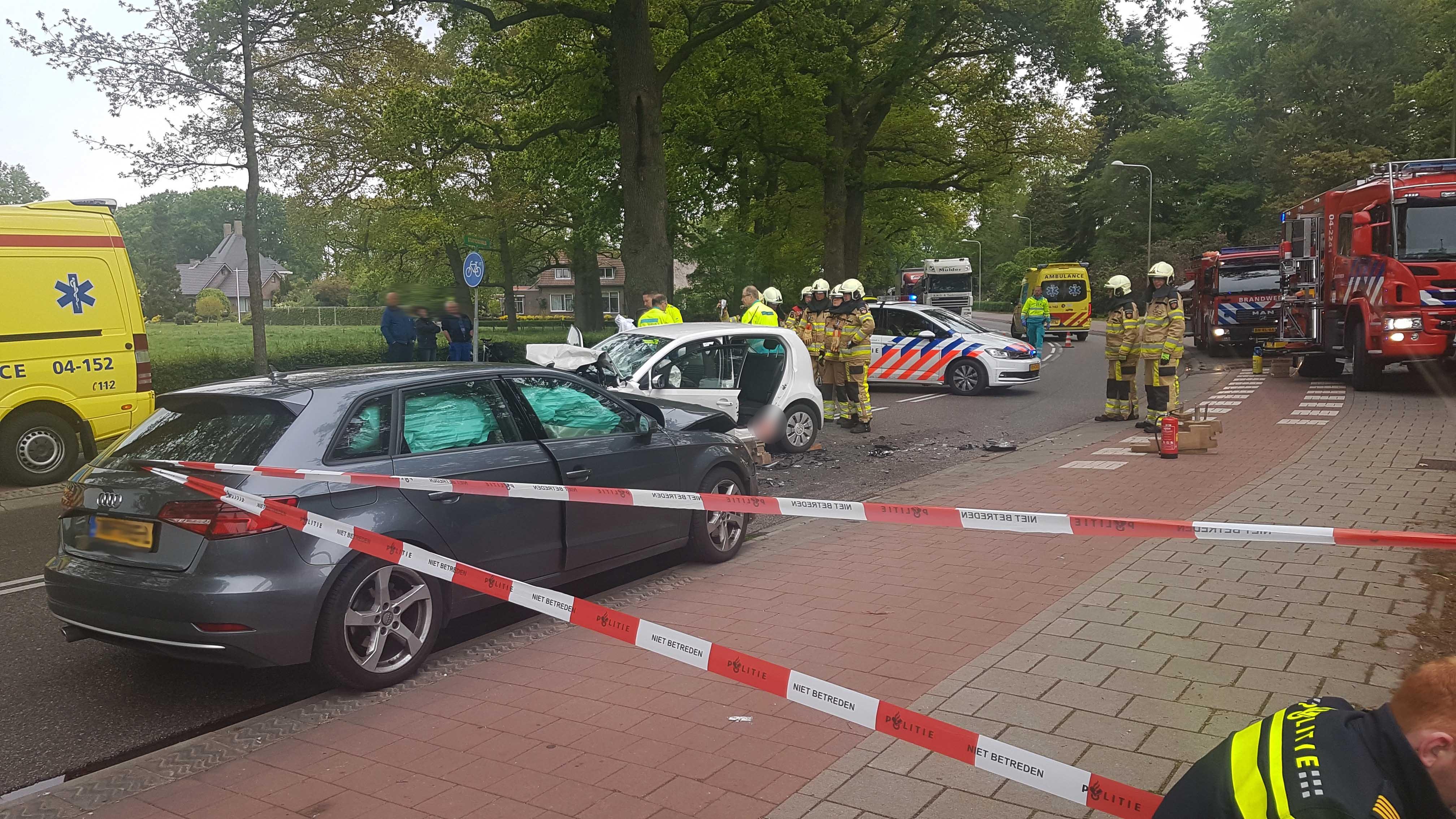 Drie gewonden en ravage bij frontale aanrijding in Ommen.