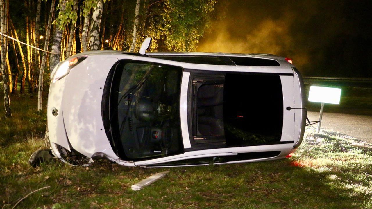 Automobiliste naar ziekenhuis na eenzijdig ongeval op A1 bij Deurningen.