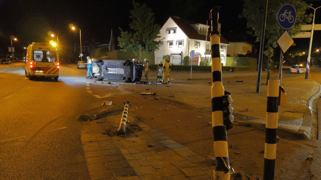 Twee gewonden en ravage bij ongeluk in Enschede.