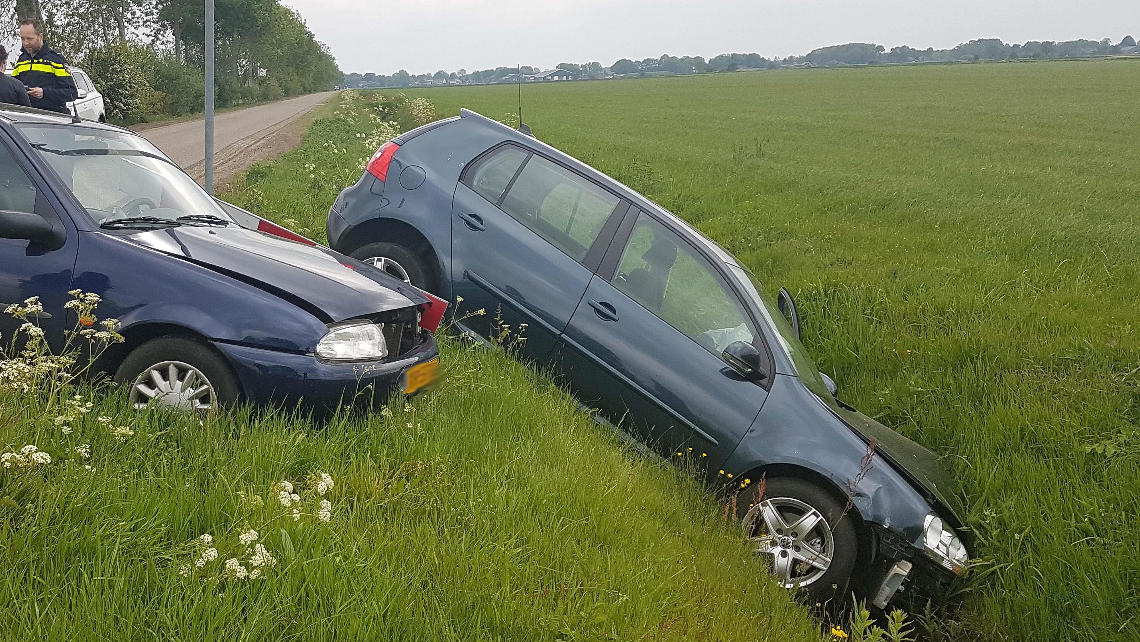Vrouw gewond en auto in de sloot na ongeval in De Krim.