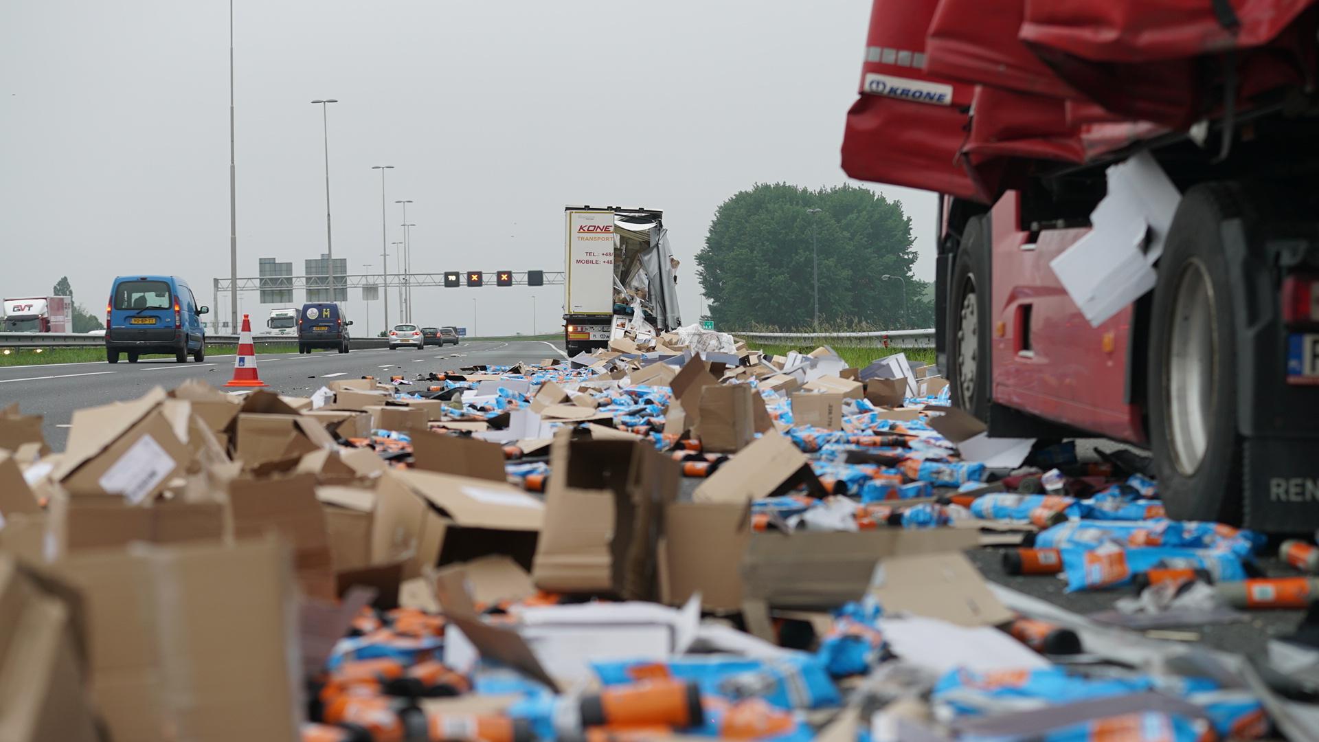 A1 tussen Lochem en Deventer weer vrij na ongeluk met vrachtwagens.