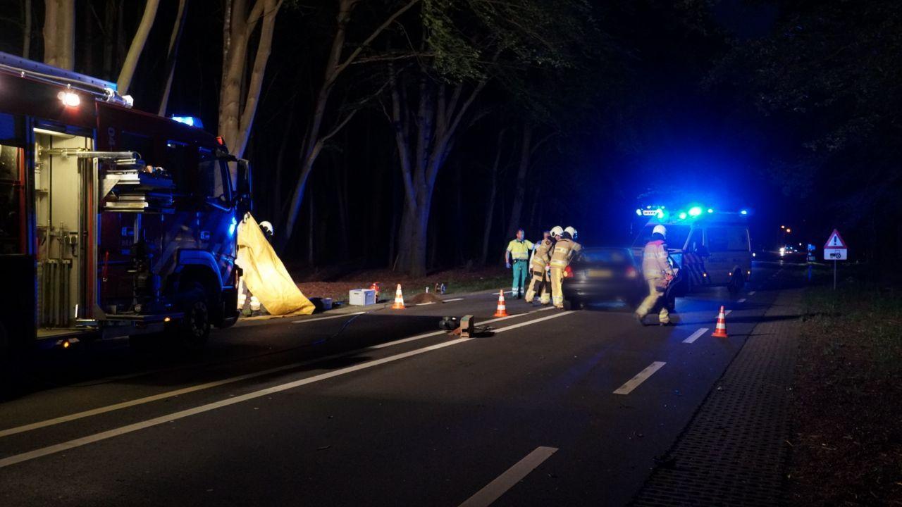 Automobiliste naar ziekenhuis na botsing met vrachtwagen in Raalte.