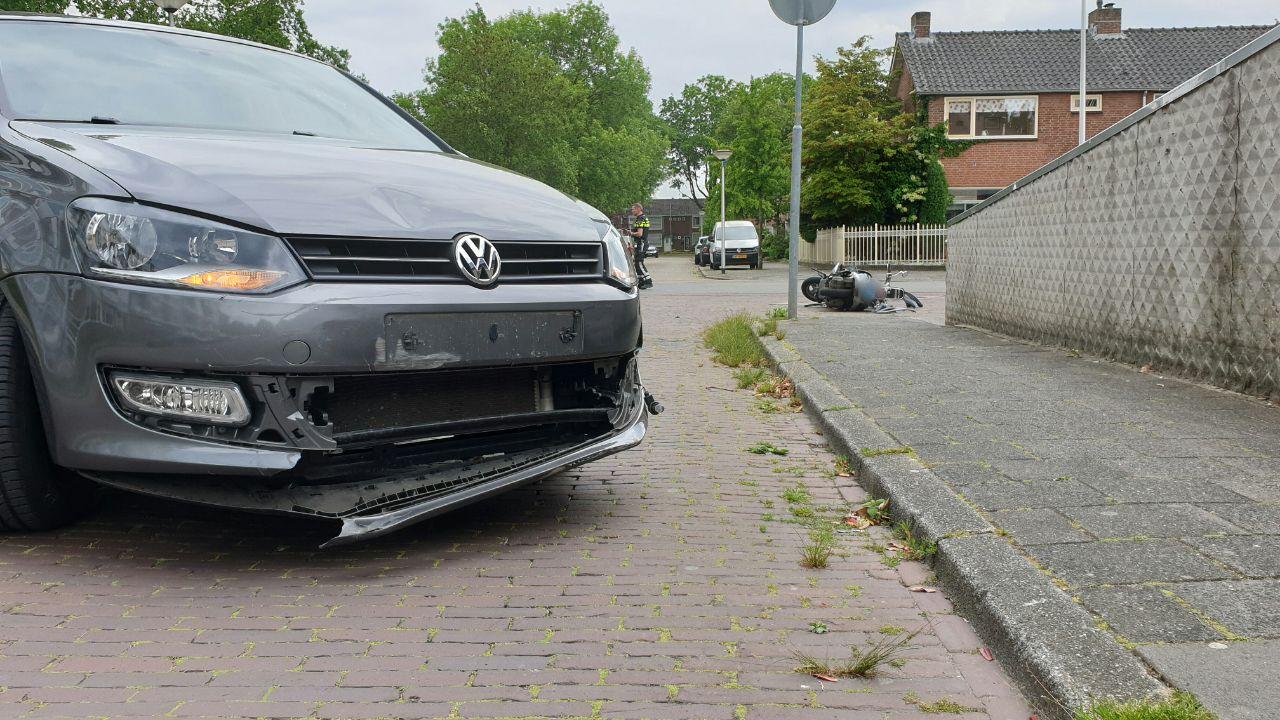 Scooterrijder naar het ziekenhuis na ongeluk in Enschede.