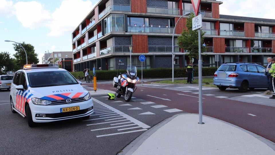 Wielrenner naar het ziekenhuis na ongeluk in Zwolle.