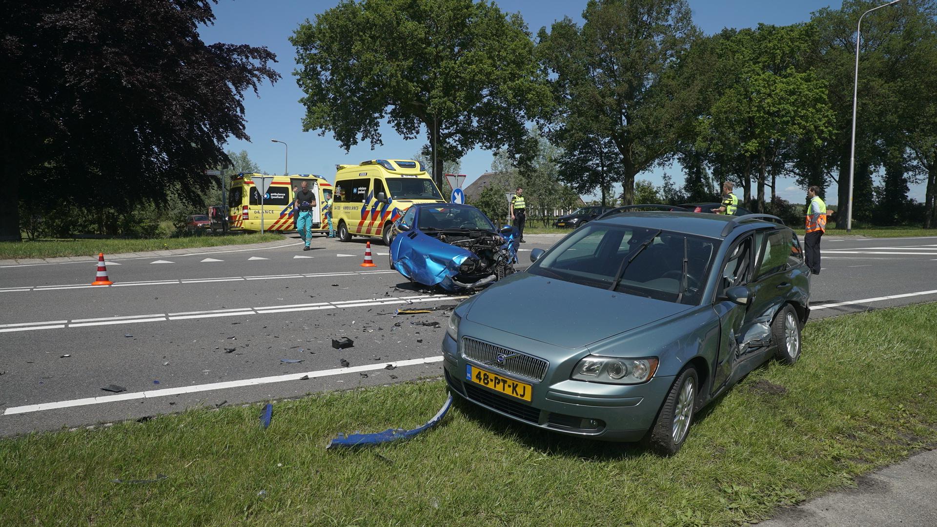 Vrouw naar ziekenhuis na botsing op N348 bij Wesepe.