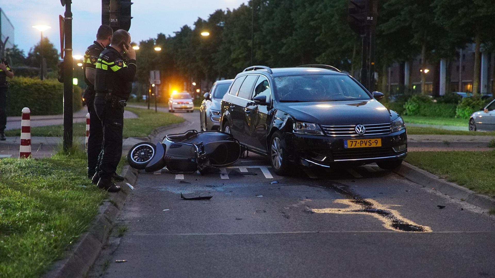 Jongens op snorscooter gewond bij ongeluk in Deventer.