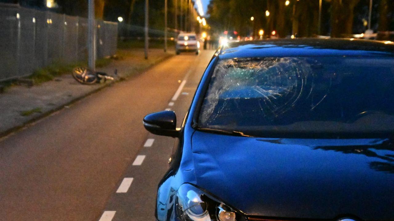 Fietser zwaargewond bij ongeluk in Enschede.