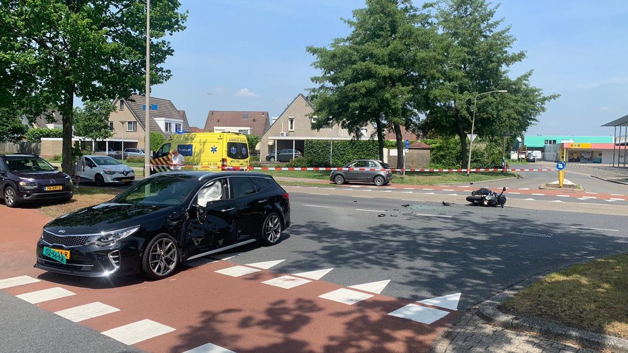 Motorrijder gewond door botsing met auto in Almelo.