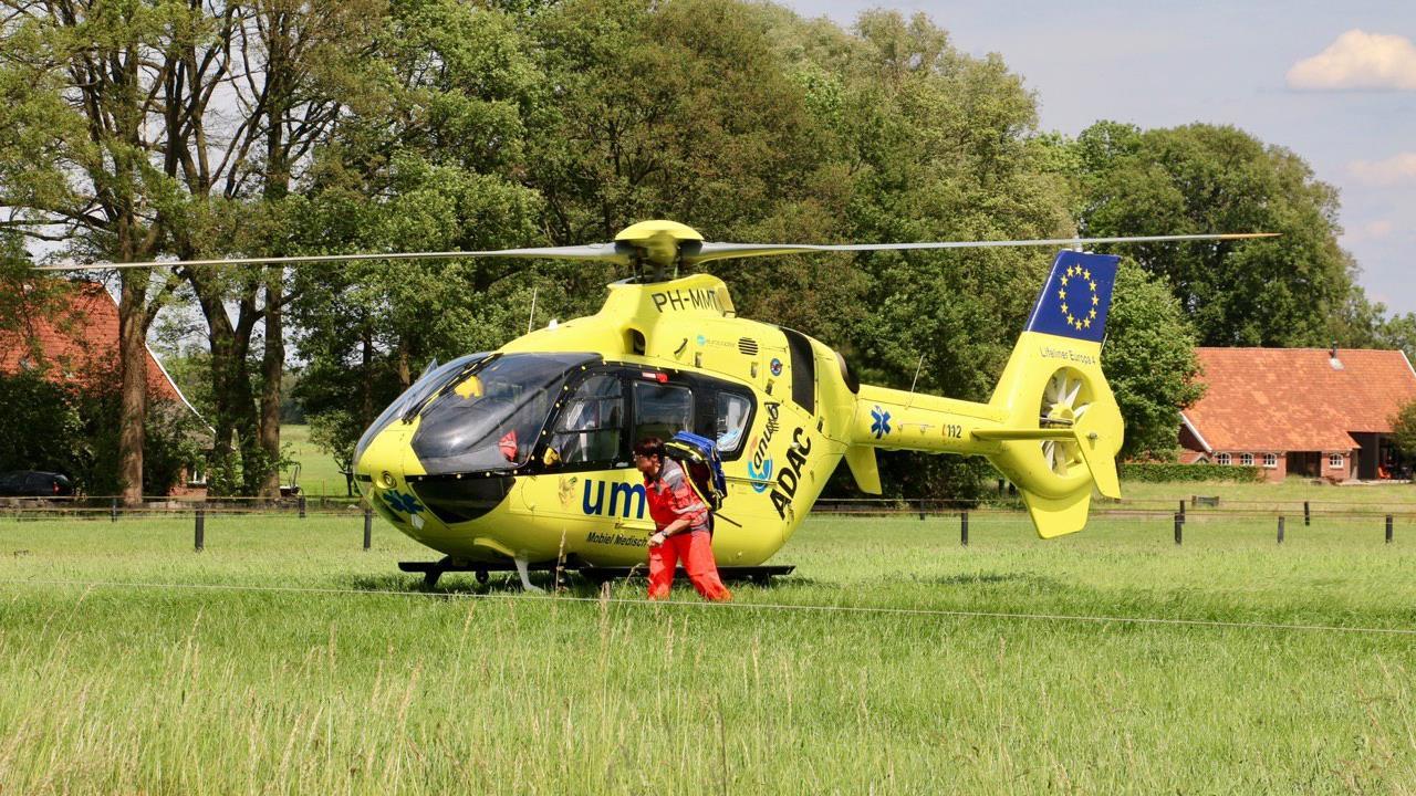 Fietser en motorrijder naar het ziekenhuis na botsing in Beuningen.