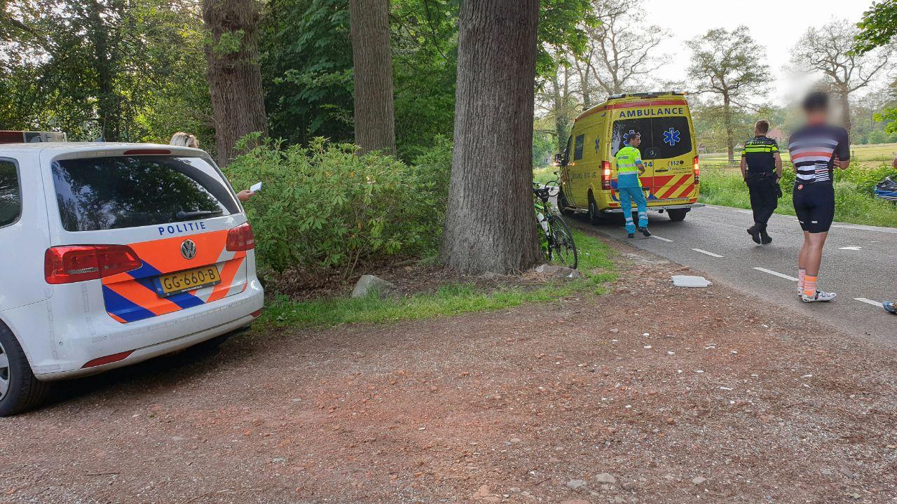 Wielrenster gewond bij aanrijding in Enschede.