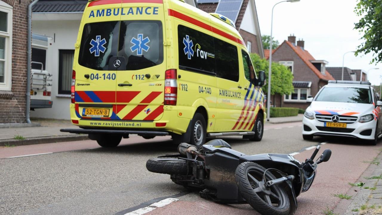 Scooterrijder gewond bij aanrijding Raalte.