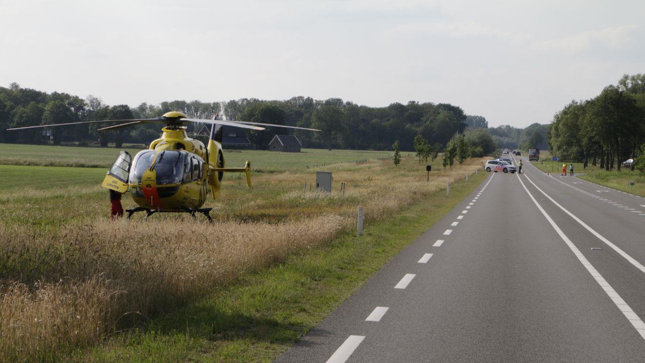 Gewonde bij aanrijding op N347 bij Goor, traumahelikopter opgeroepen.