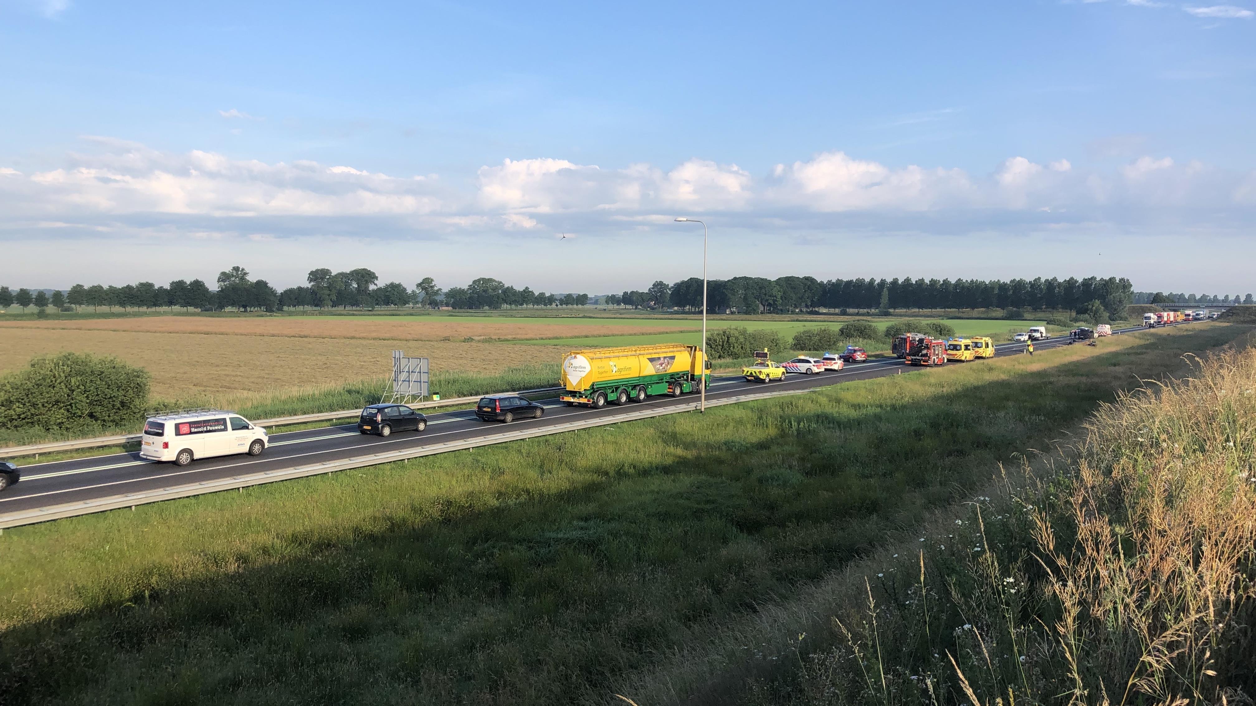 N50 bij Kampen weer vrij na dodelijk ongeluk.