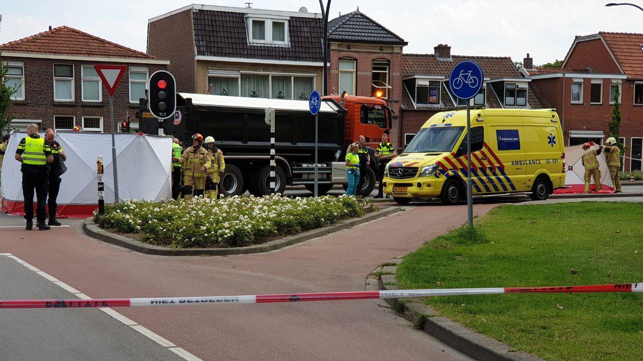Vrouw overleden na ongeval met vrachtwagen in Hengelo.