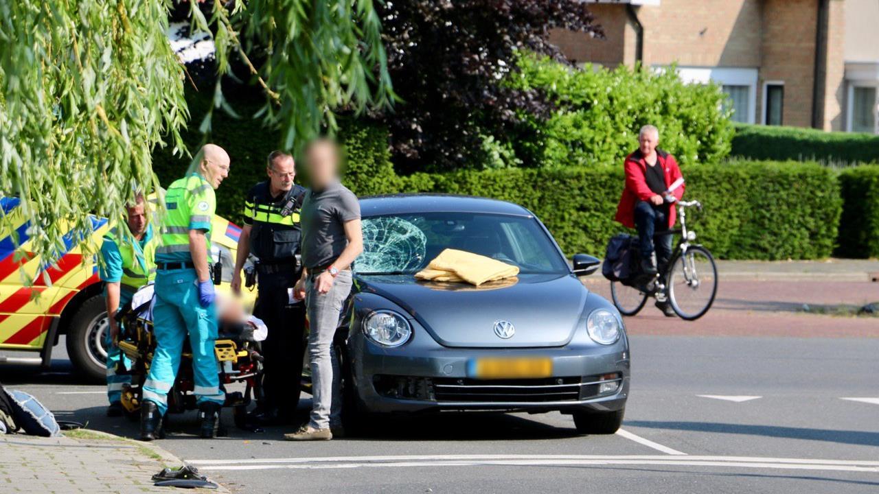 Motorrijder gewond na botsing met auto Oldenzaal.
