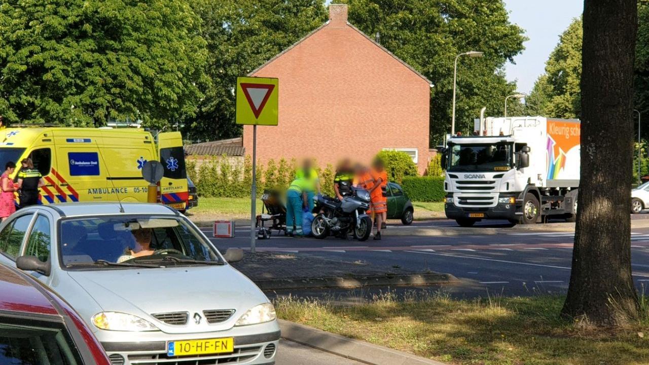 Motorrijder naar ziekenhuis na ongeluk in Hengelo.