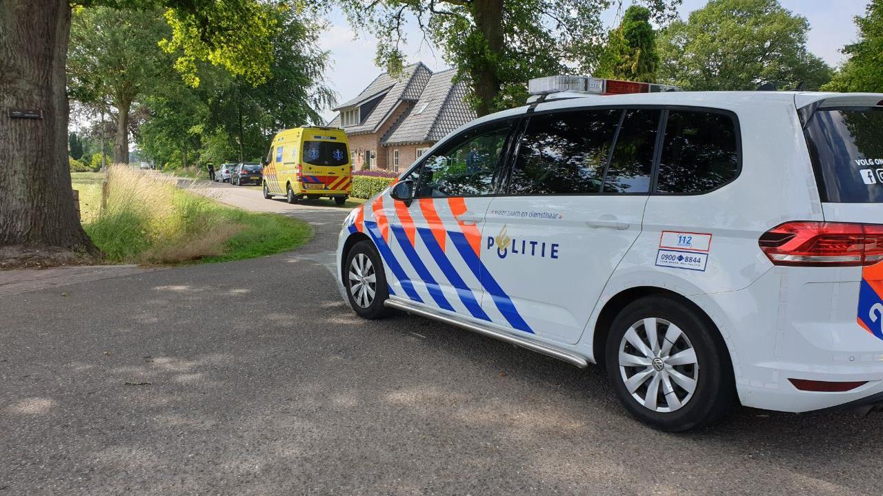 Fietsster naar ziekenhuis na aanrijding met auto in Bornerbroek.