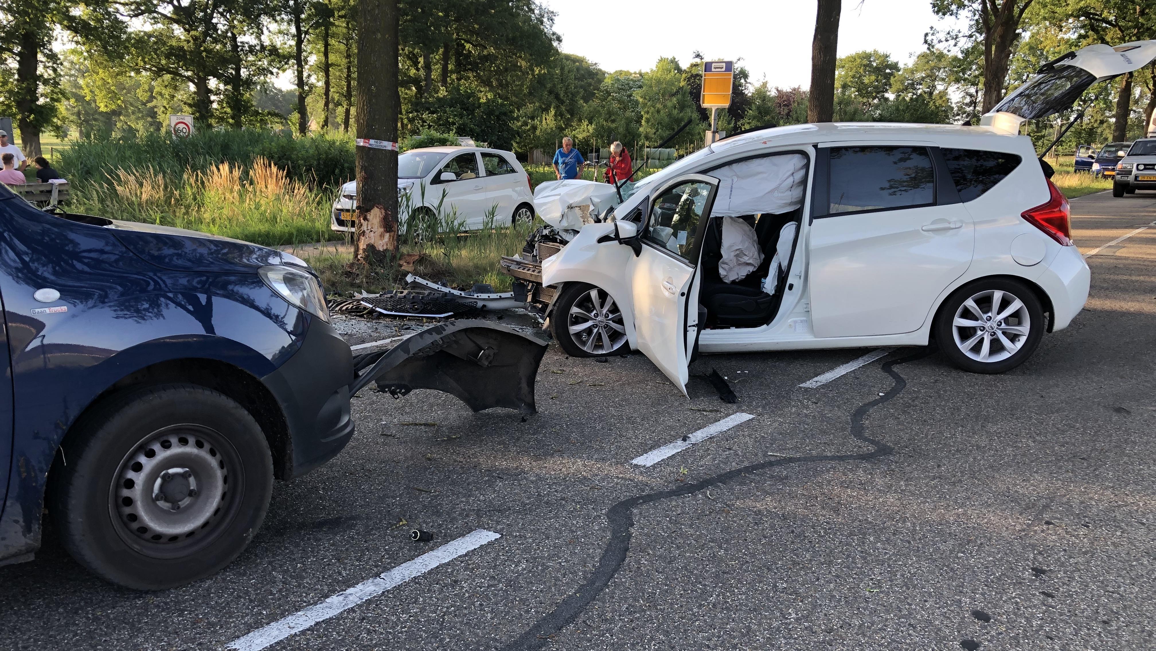 Ravage en twee gewonden bij aanrijding in Bergentheim.
