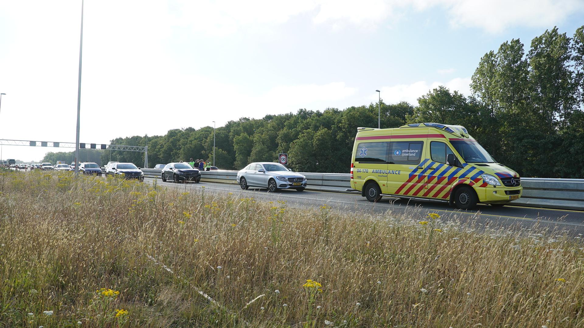 Flinke verkeershinder op A1 bij Deventer door kop-staartbotsing.