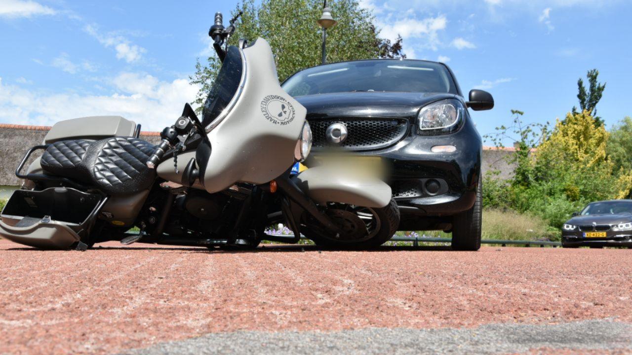 Meisje gewond bij botsing tussen motor en auto in Willemsoord.