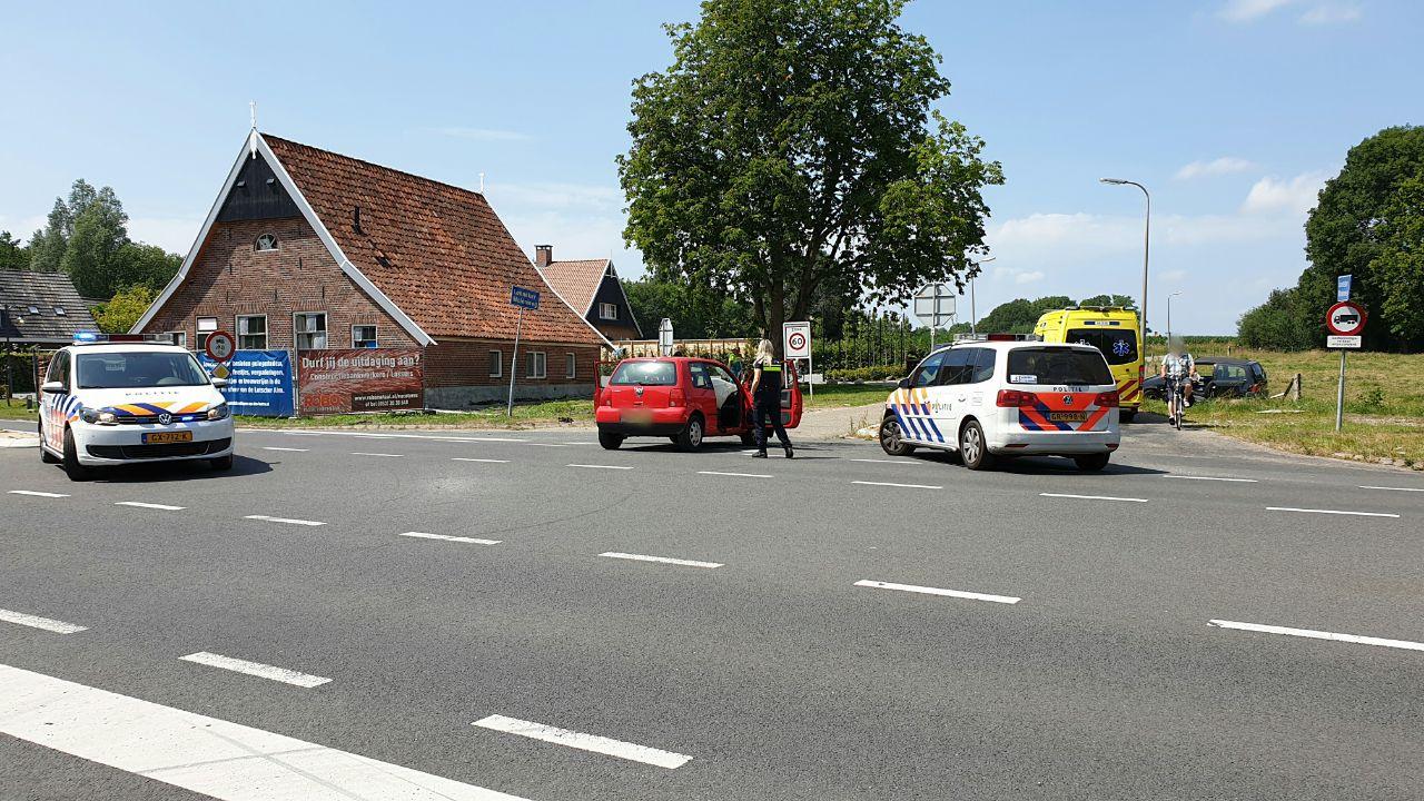 Twee gewonden bij botsing tussen twee autos in Enschede.