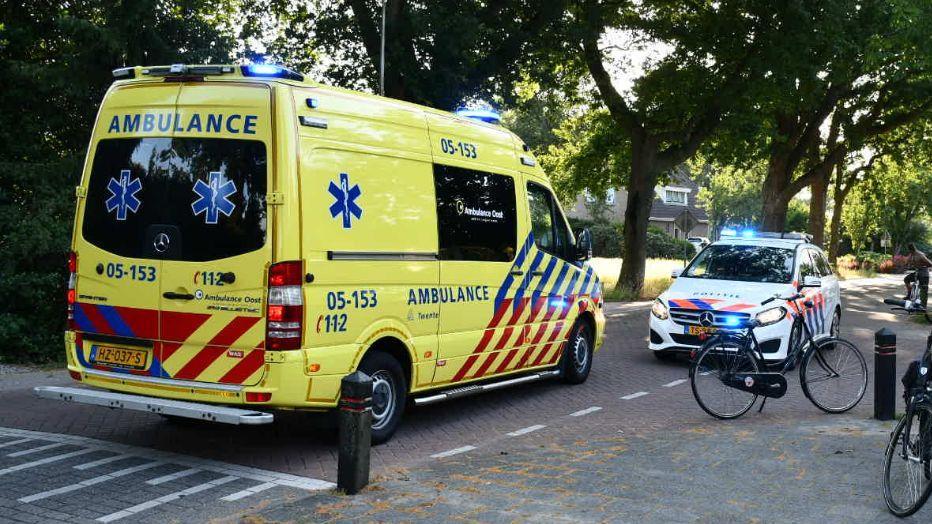 Vrouw naar ziekenhuis na botsing tussen fietsers in Sibculo.