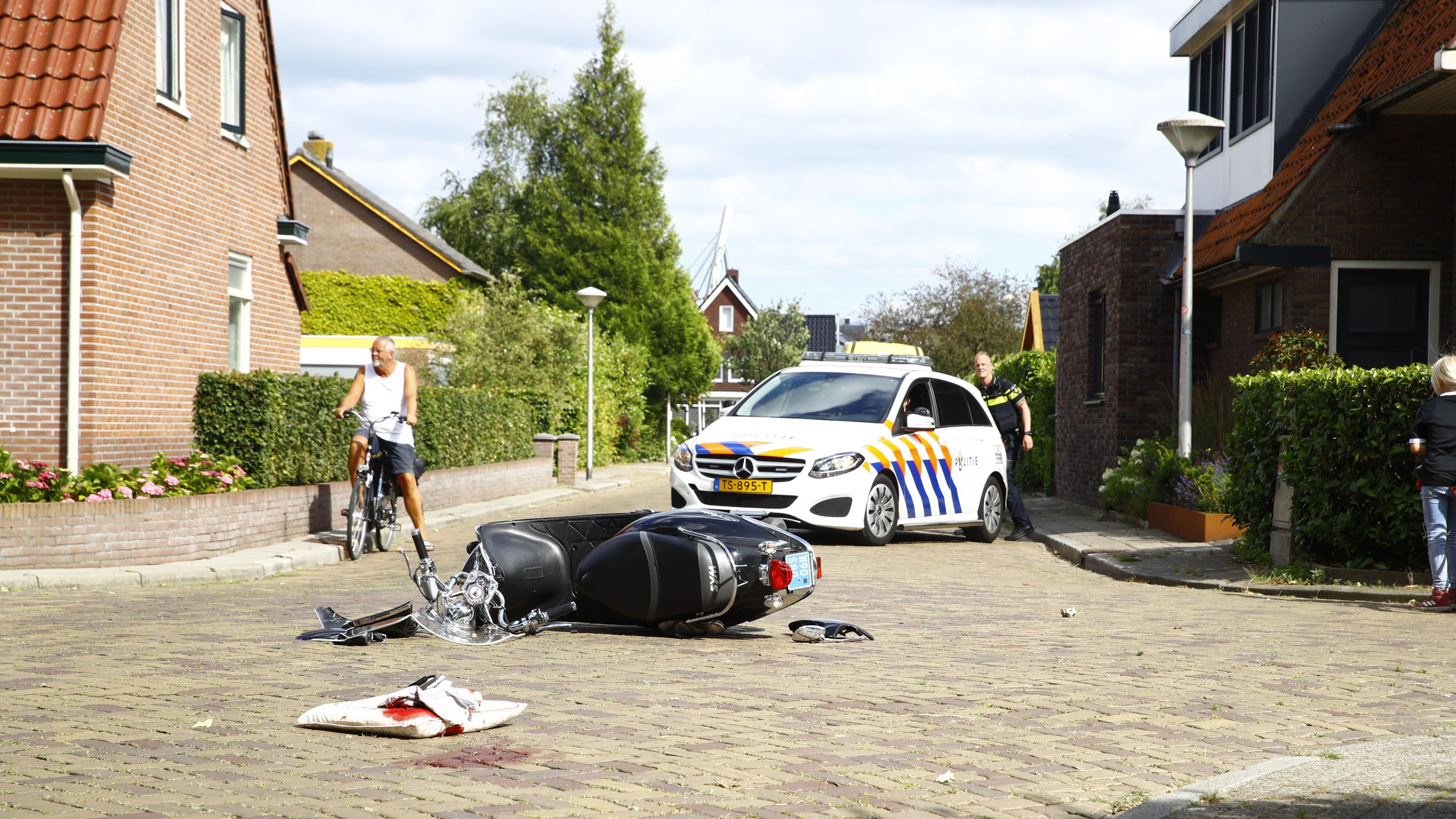 Scooterbestuurder raakt ernstig gewond bij eenzijdig ongeluk in Zwolle.