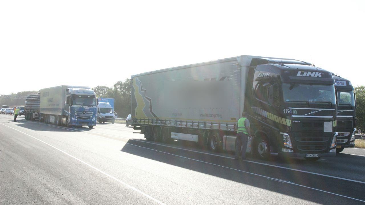 File op A1 bij Holten door ongeluk met drie vrachtwagens.