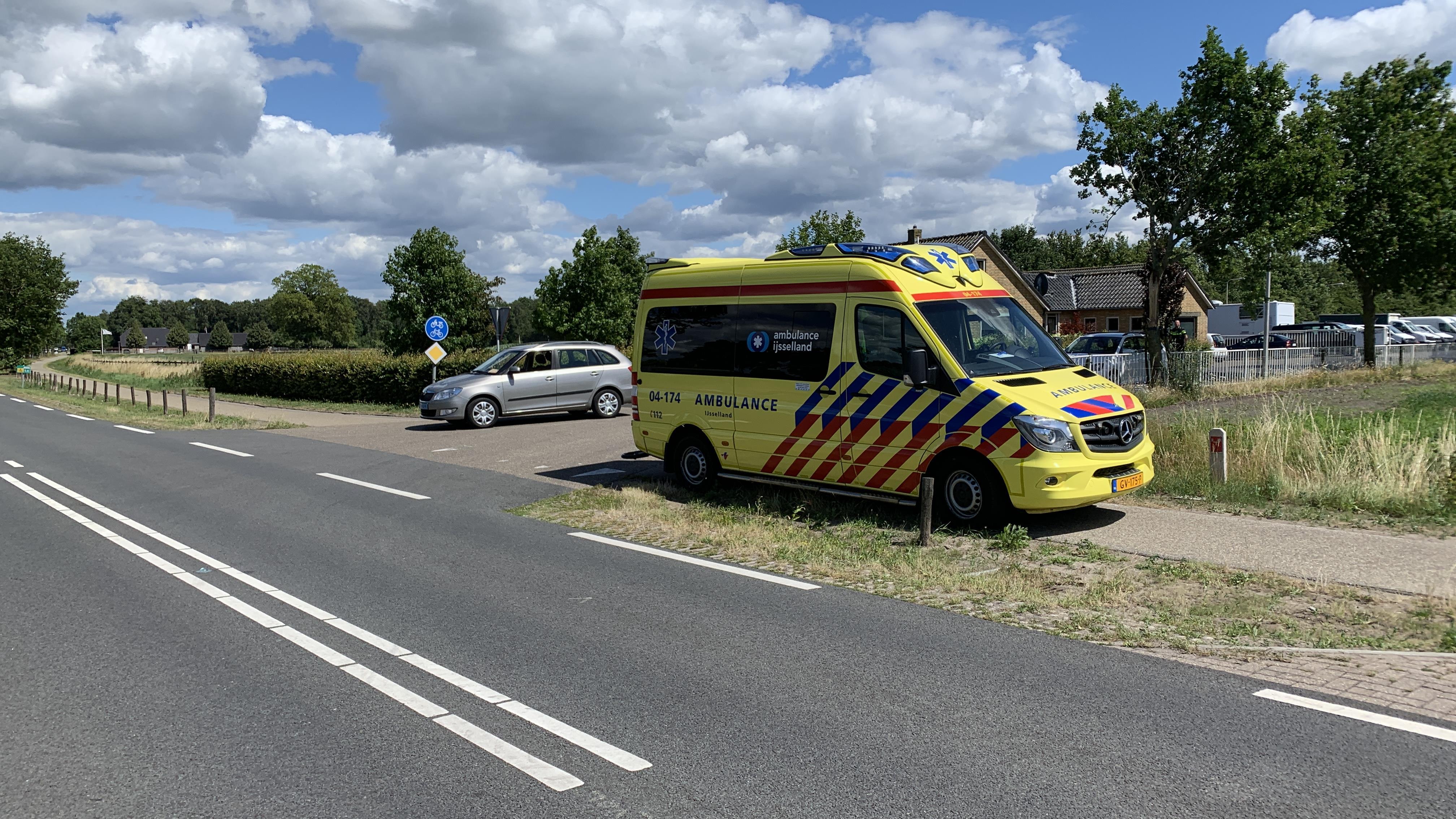 Fietsster gewond bij aanrijding tussen Raalte en Wijhe.