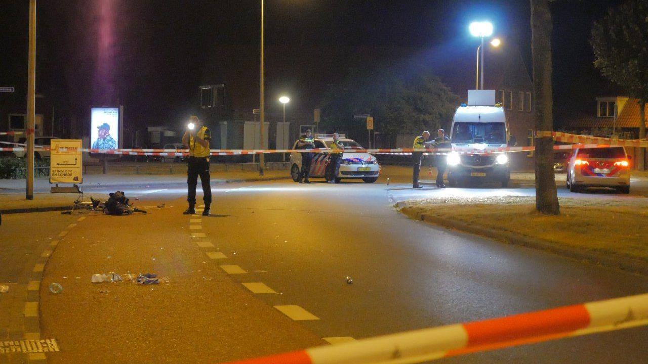 Fietser ernstig gewond bij aanrijding auto in Enschede.