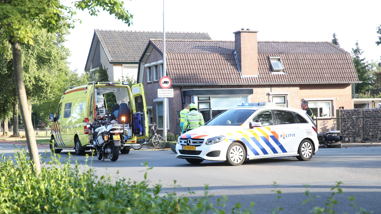 Motorrijder gewond geraakt bij botsing met auto in Wierden.