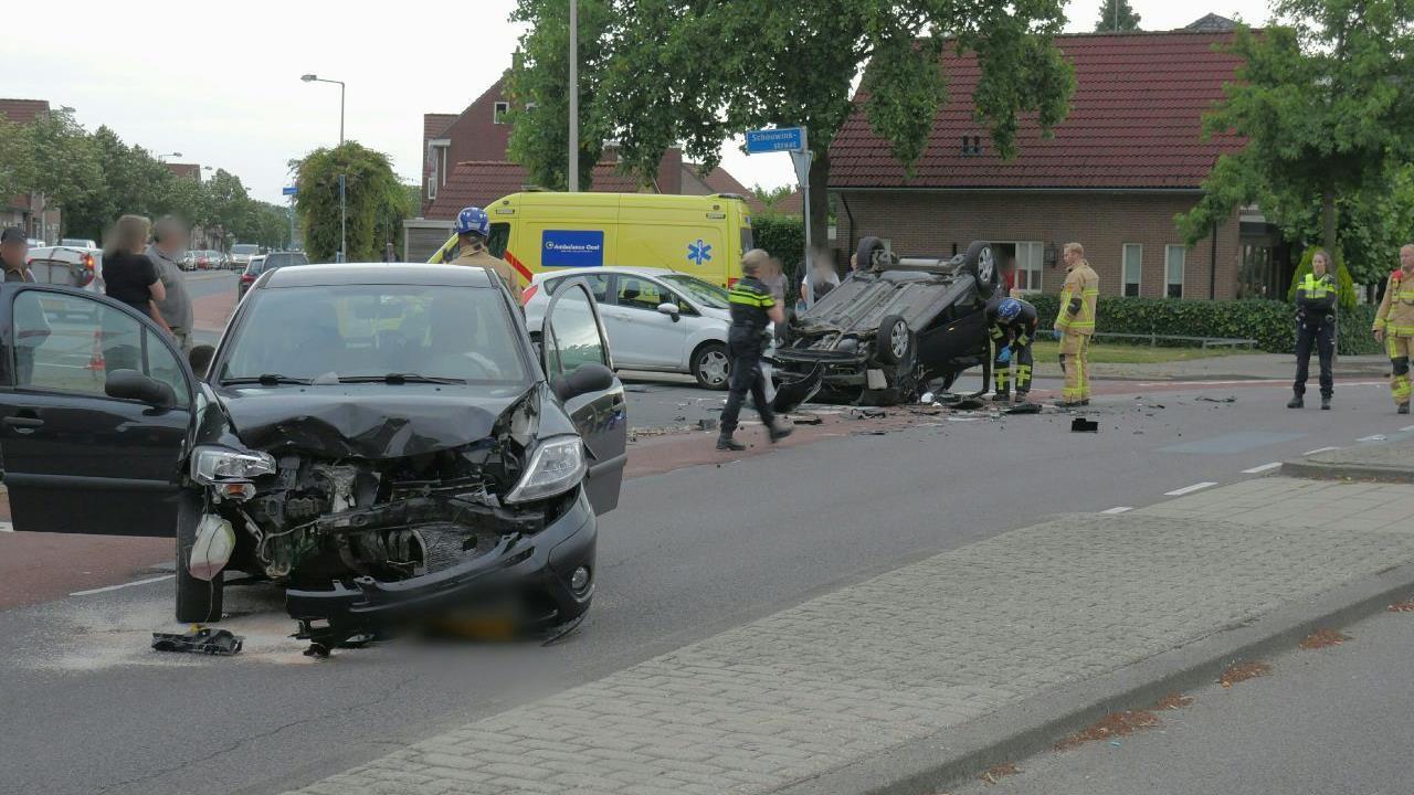 Drie gewonden bij ernstig ongeluk in Enschede.