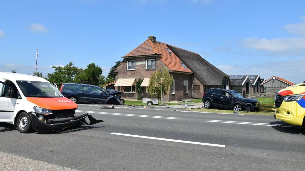 Gewonde bij botsing autos in Wanneperveen.