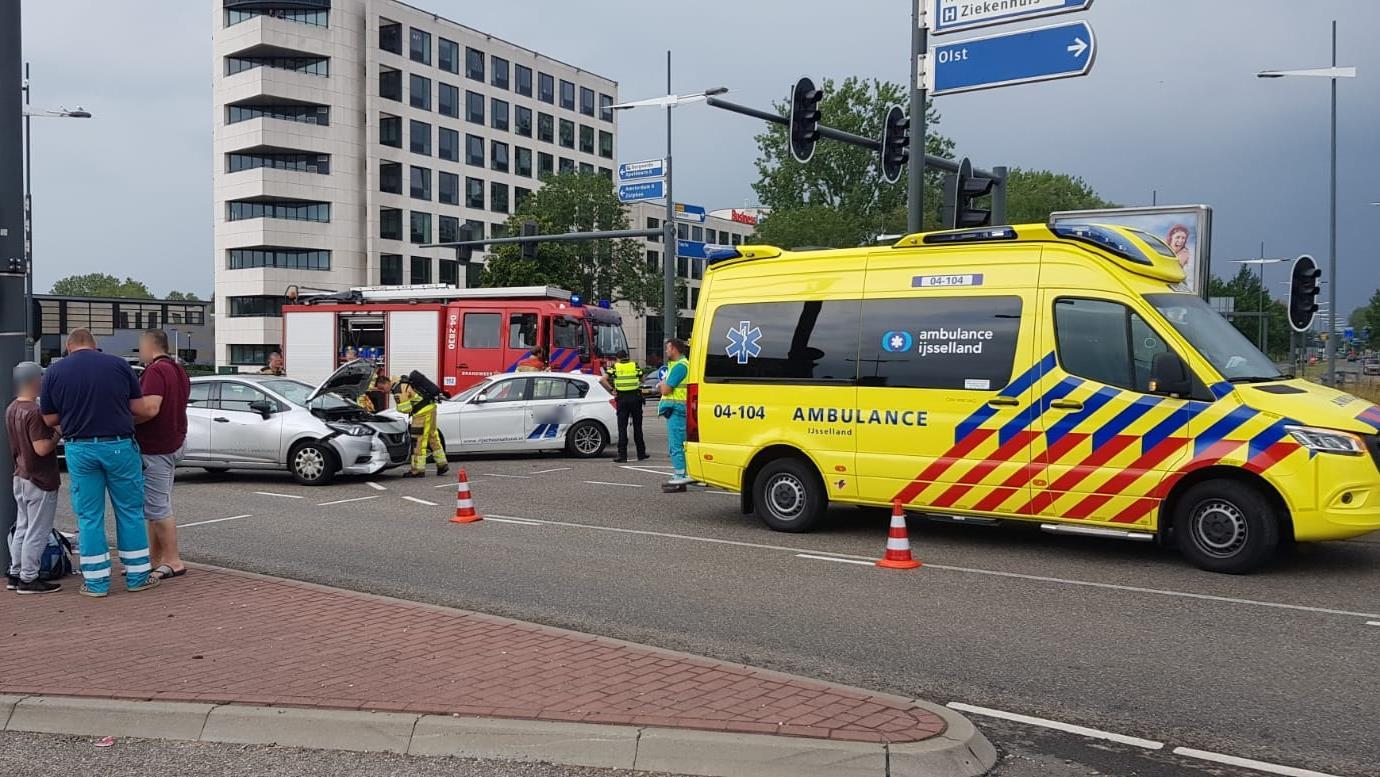 Ongeluk met lesauto in Deventer, één gewonde.