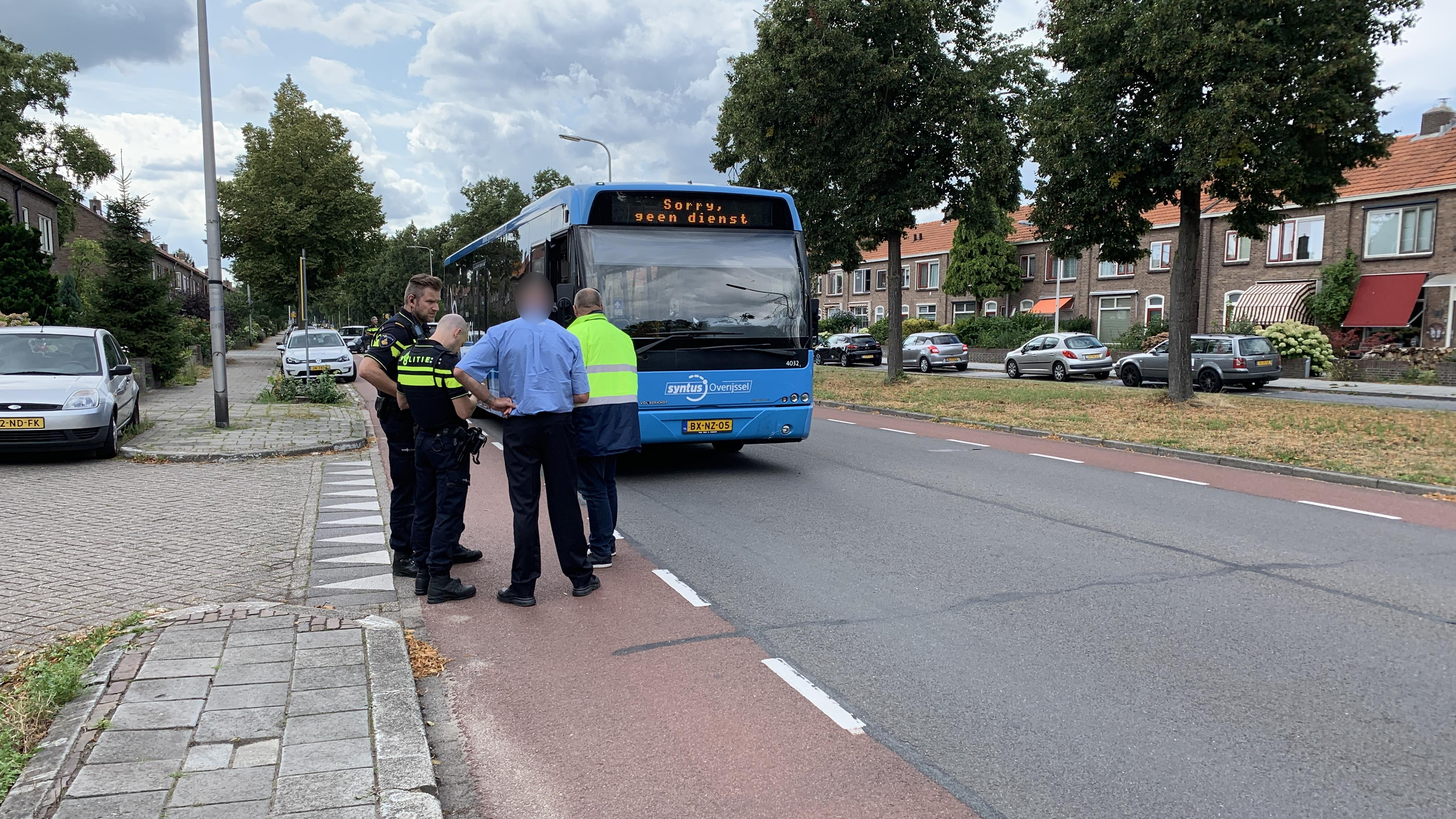 Kind gewond door ongeluk met bus in Deventer.
