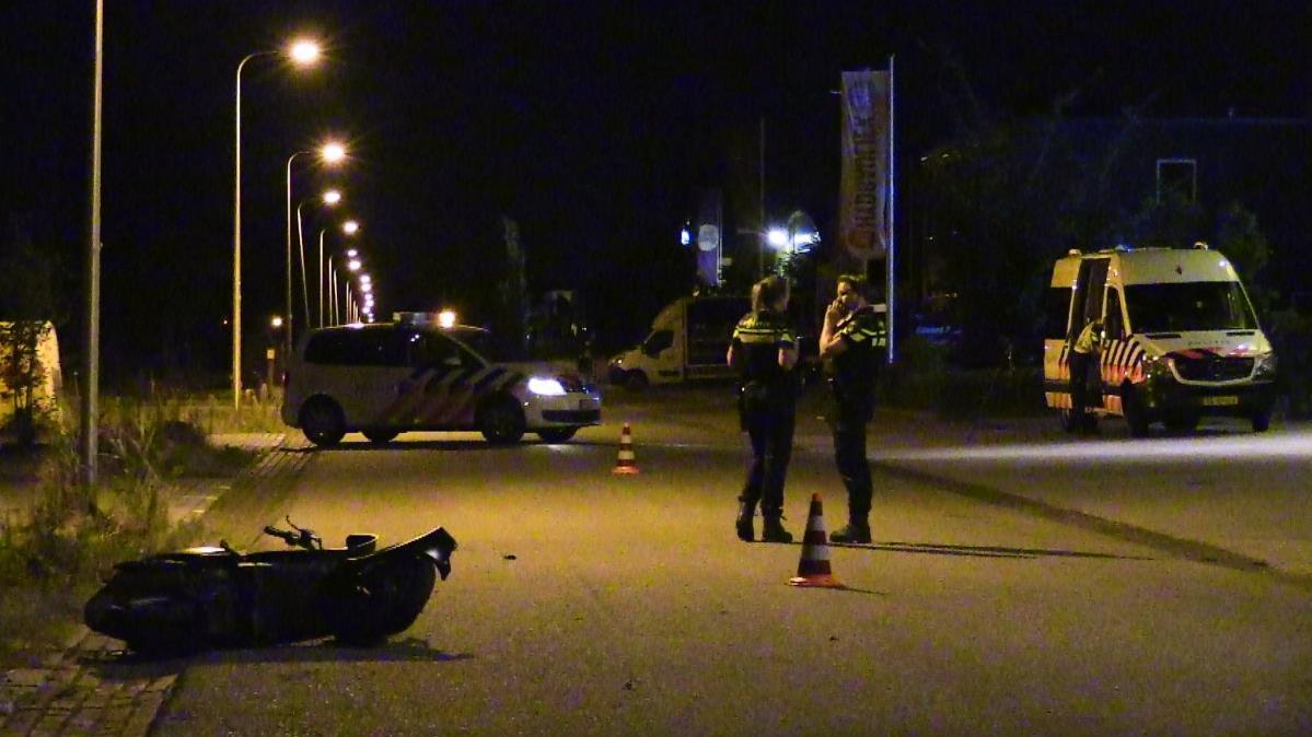 Twee gewonden bij scooterongeluk in Enschede.