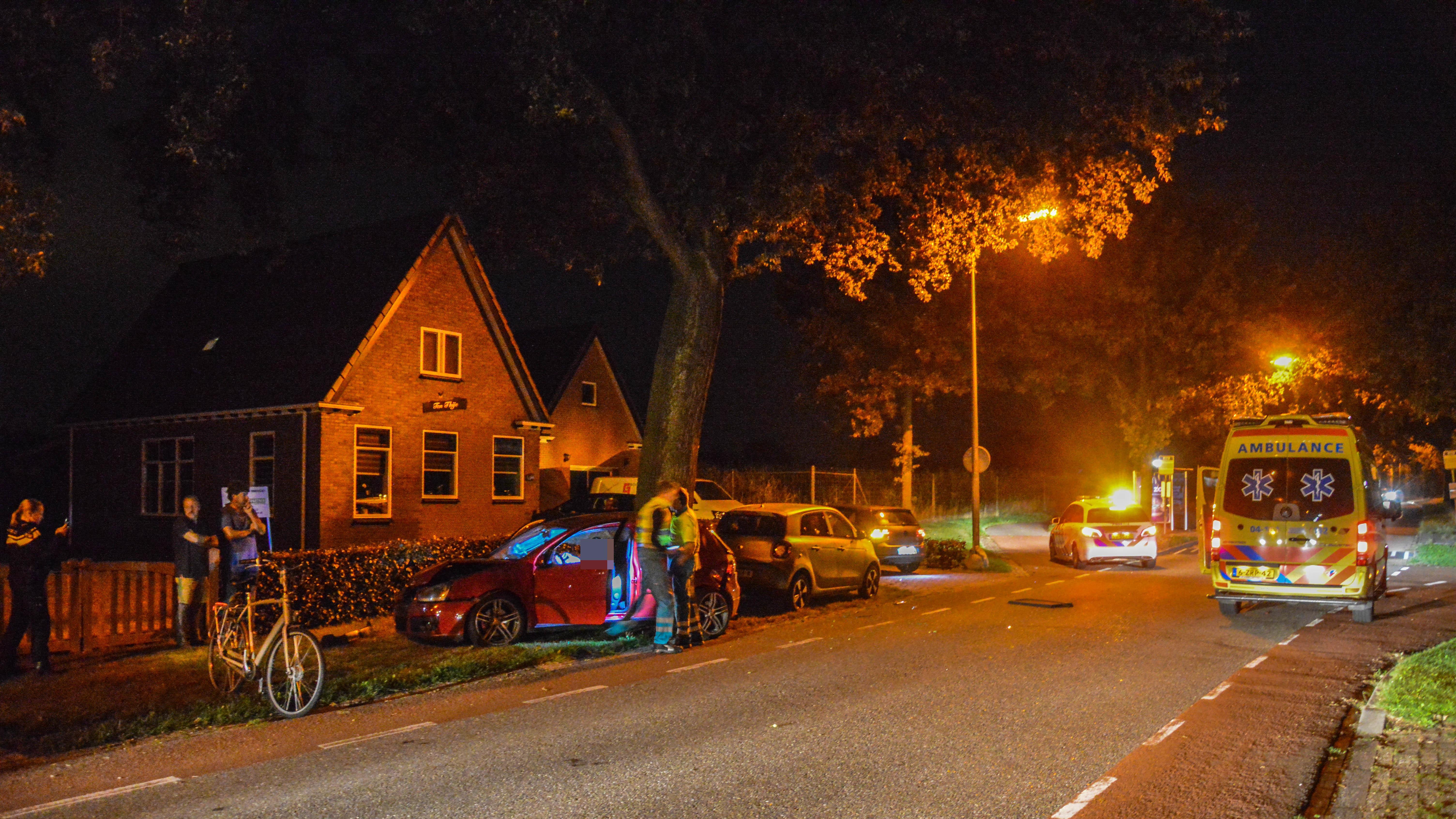 Bestuurder raakt gewond bij eenzijdig ongeluk in Steenwijkerwold.