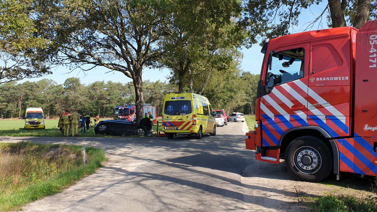 Kind gewond bij zwaar ongeluk in Boekelo, traumahelikopter geland.