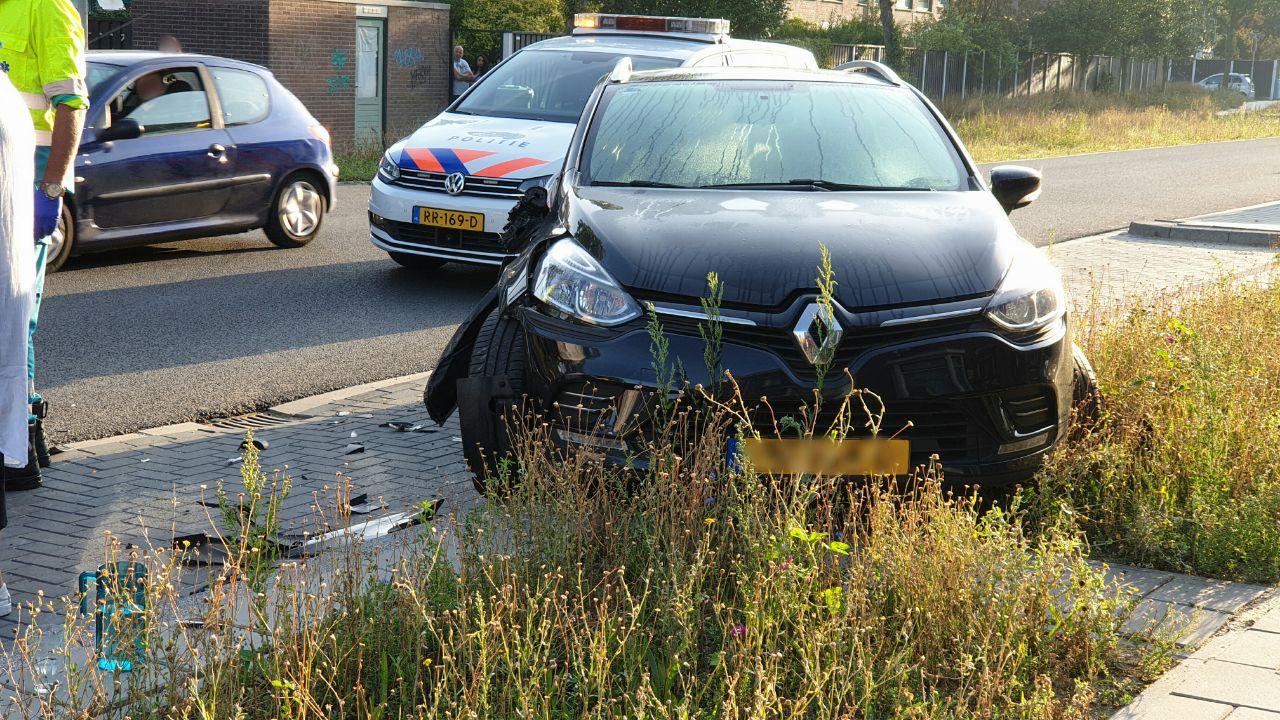 Geparkeerde autos beschadigd bij ongeluk in Enschede.