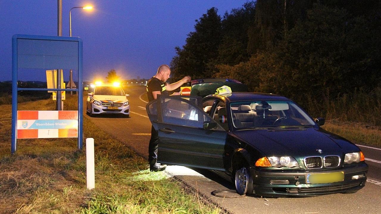 Politie houdt drie mensen aan na verkeersongeluk bij Steenwijk.
