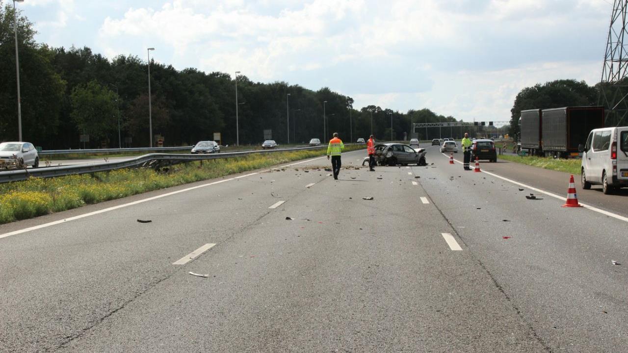 Lange file op A1 na ongeval bij Holten.