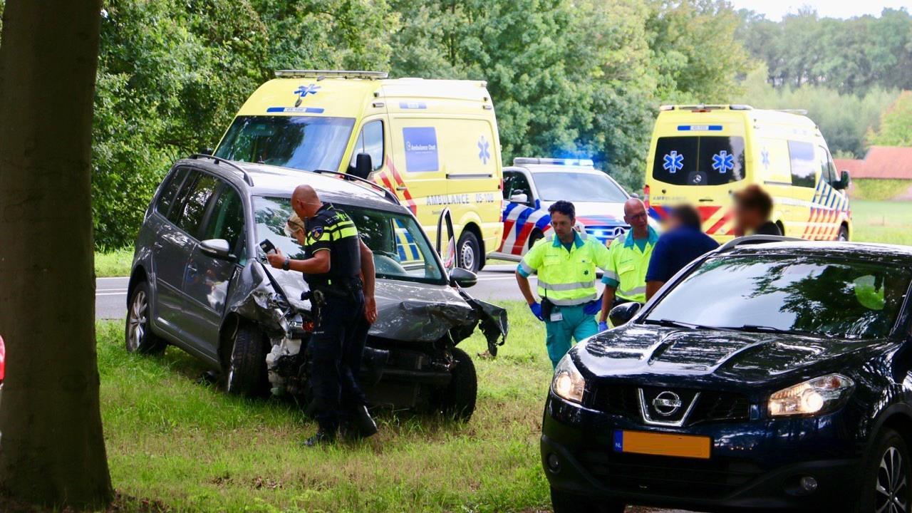 Meerdere gewonden bij ongeval met vier voertuigen in Beuningen.