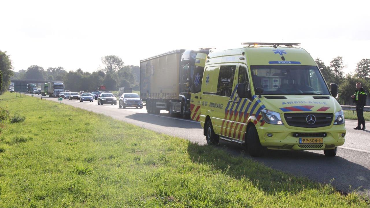 Automobilist gewond na ongeluk op A1 bij Rijssen.
