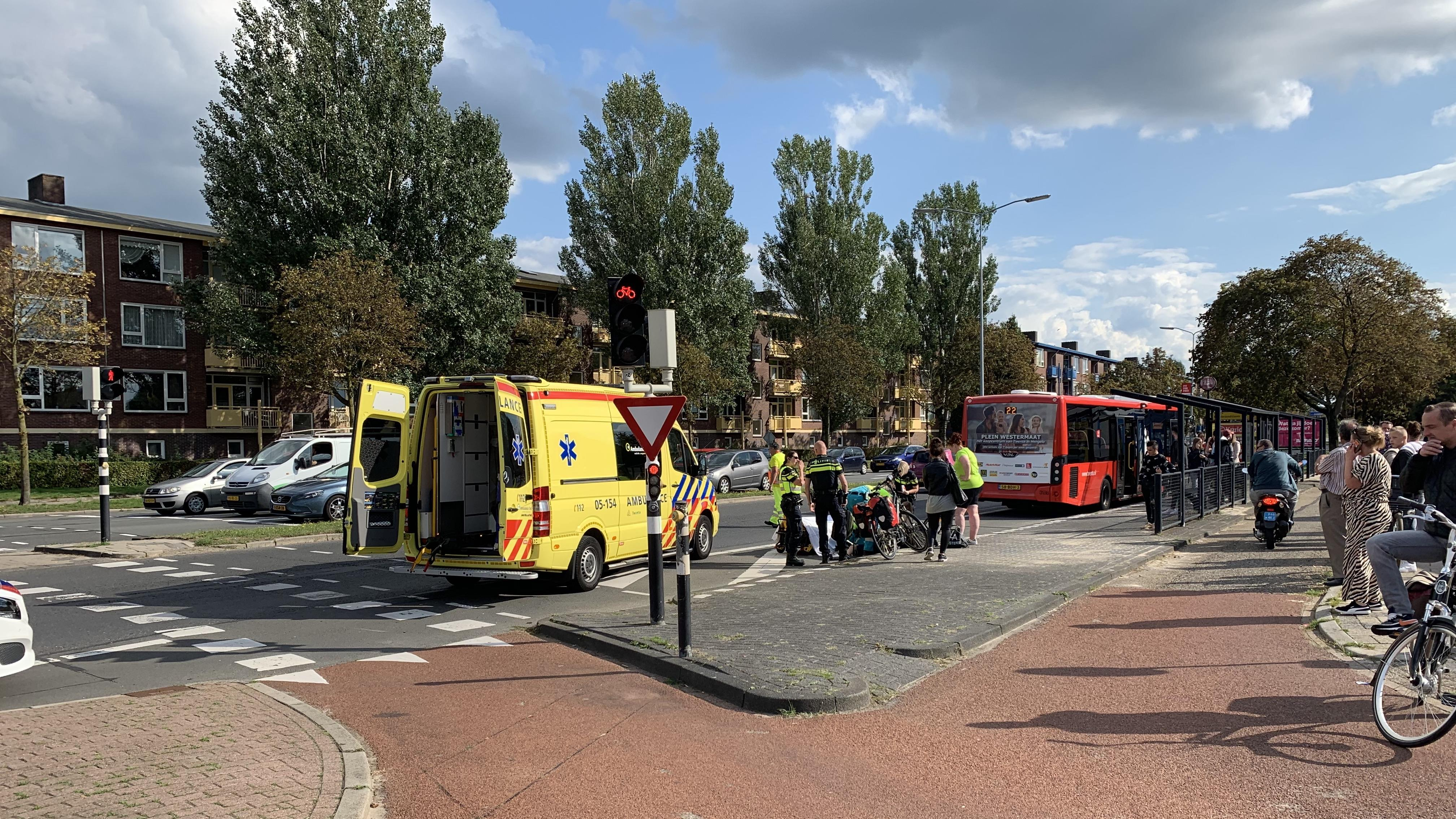 Kind gewond bij aanrijding met stadsbus in Almelo.