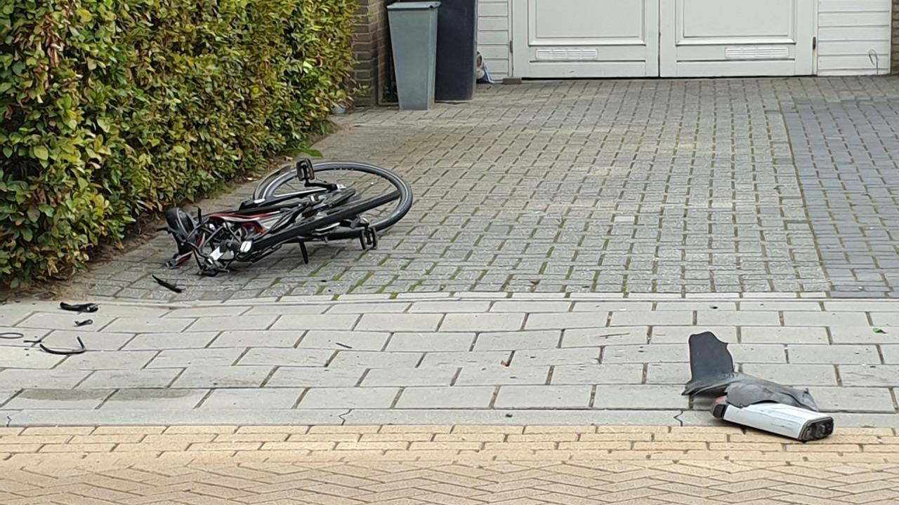 Man op elektrische fiets zwaargewond na ongeval in Goor.