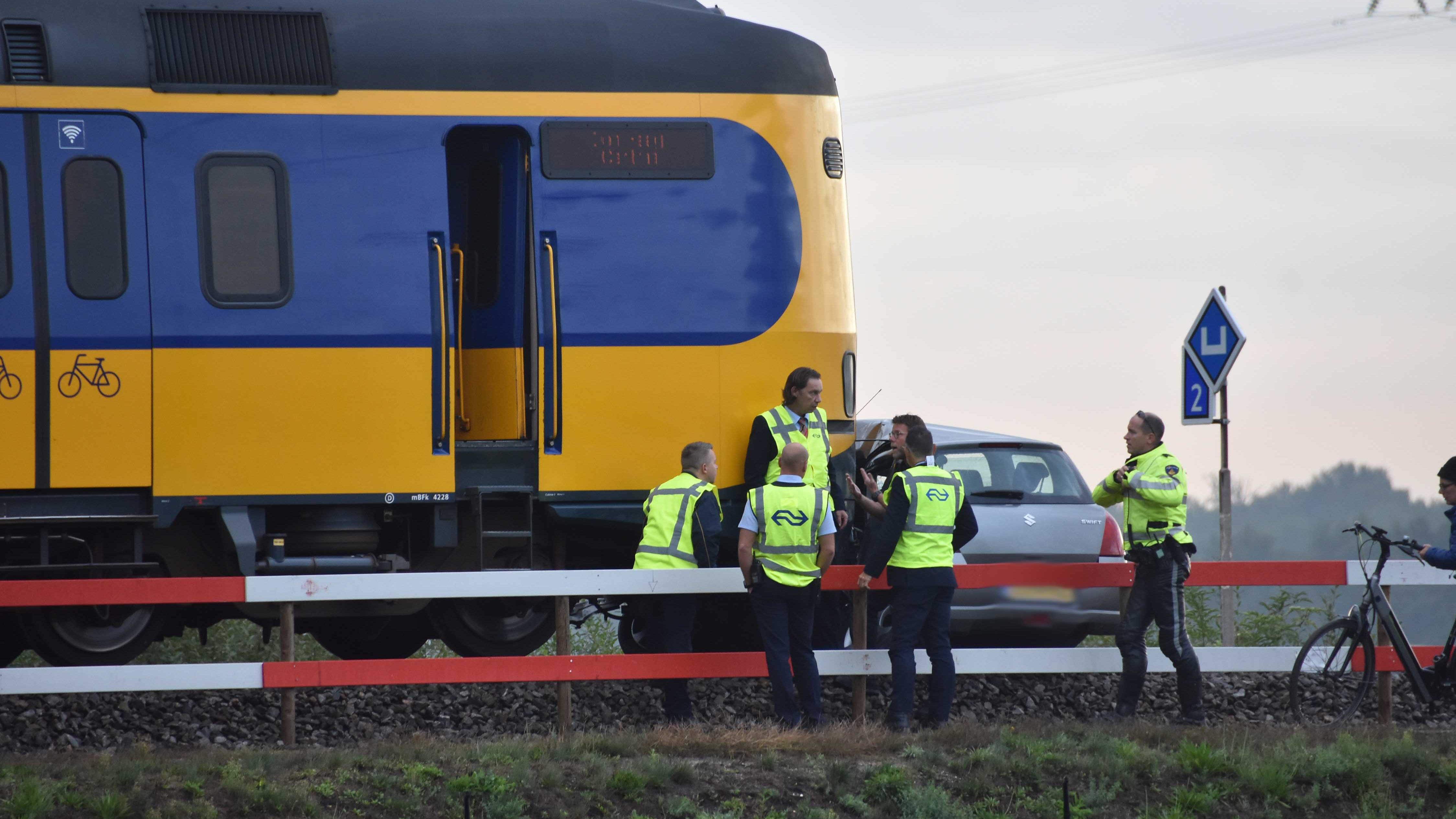 Treinverkeer tussen Steenwijk en Meppel hervat na botsing trein met auto.