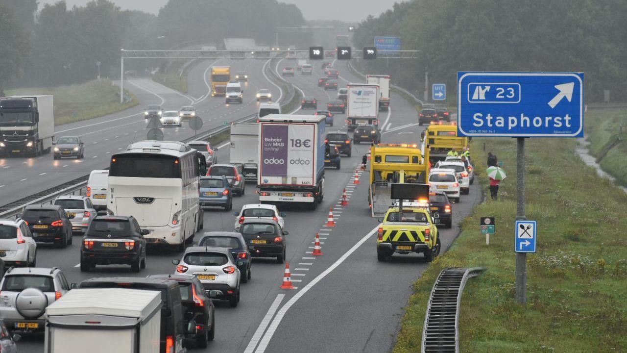 Ongevallen in de avondspits zorgen voor flinke verkeershinder op snelwegen in de provincie.